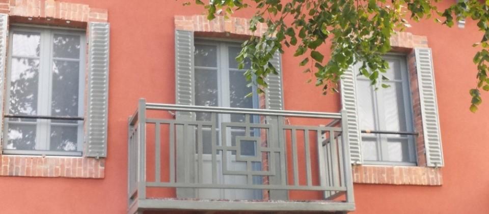 Menuiserie gradwohl et pascal porte de garage bois for Fabricant de porte de garage